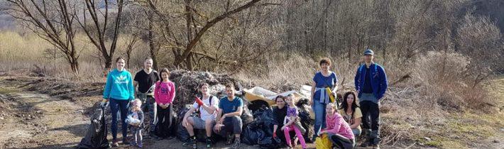 Zbieranie odpadu Poza Laca